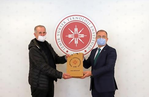 YEVDES Takım Lideri Zoran Morvaj İYTE Rektörü Prof. Yusuf Baran ile birlikte